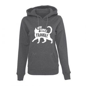 hoodie-here-comes-trouble-voorkant