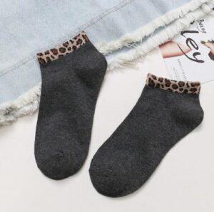 Korte sokken met leopard print 4 varianten donkergrijs